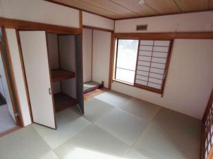 6帖のリビングに隣接する和室