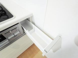 調味料などをコンパクトに収納、調理中にもサッと取り出せます