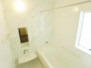 ●ゆったり入れるスペース、一坪サイズの浴室