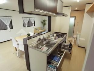 ●収納充実システムキッチン
