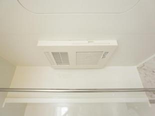 ●暖房、衣類乾燥、換気 が一つになったスグレもの スイッチ一つで浴室が衣類乾燥室に早変わり