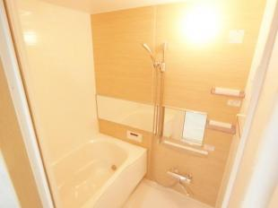 ●清潔感溢れる浴室