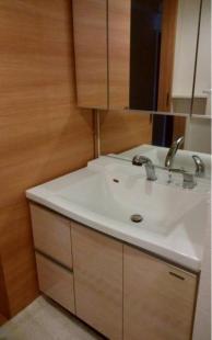 ●収納スペースをたっぷり確保した洗面化粧台