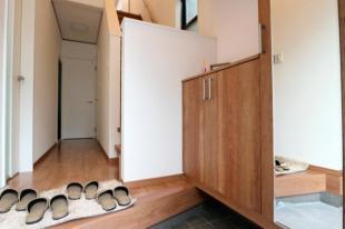 ●収納充実でいつでもスッキリとした玄関