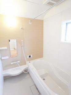 ●ゆったり入れるスペースの浴室