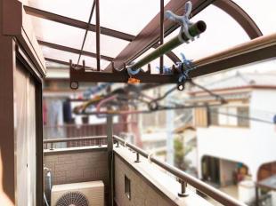 ●陽当りの良いバルコニー屋根付きで急な雨でも安心
