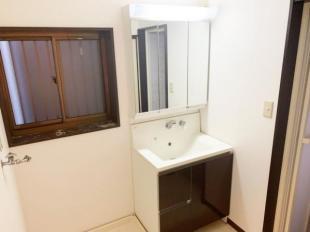 ●収納充実の洗面化粧台