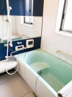 ●広々明るい浴室です