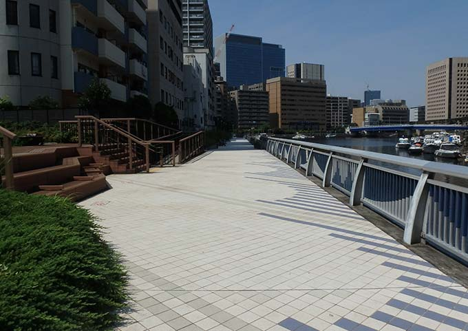 新芝運河沿い